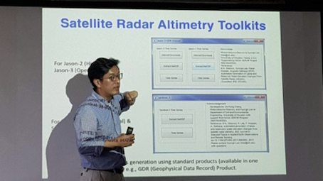 Hyongki Lee presents slide on Satellite Radar Altimetry Toolkits